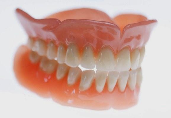 http://drgeorgespoulakos.com/wp-content/uploads/2017/06/prótese-dentária-de-acrílico.jpg
